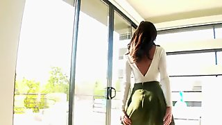 HOLED - Buyer inspects Realtor Gia Paige perfect ass in anal
