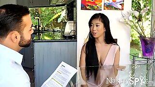 Nannyspy asiatisk babysitter jade kush taget på fersk gerning giver seksuel massage