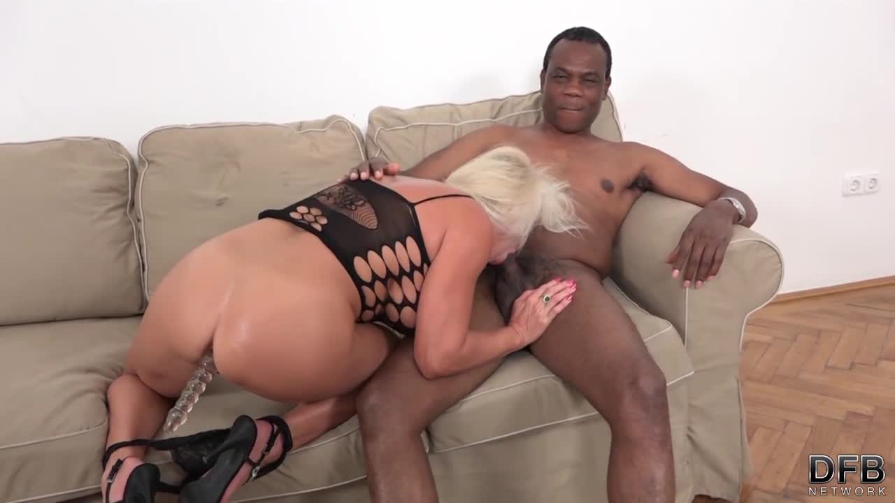 Blonde Chick Wants To Get A Creampie