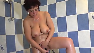hot babe in the tub gets doggy style fucked