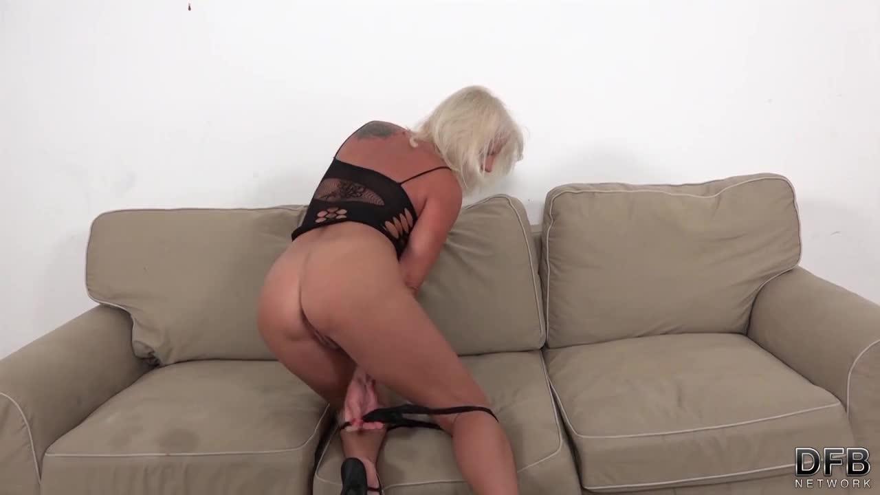 Nasty blonde pussy licking hardcore fingering