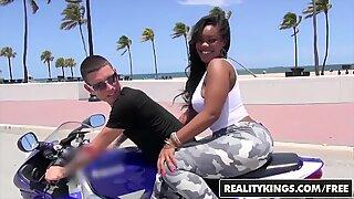 RealityKings - Runde og Brun - (Nina Rotti, Tyler Steel) - Bottoms up
