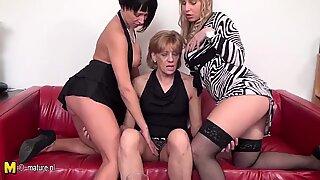 3 gamle og unge lesbisk elskere fuck