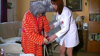 Oldnanny BBW (Store Smukke Kvinder) buttet Sygepleejeske Masturbate med gammel sengetemor