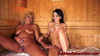 Bigtits les mature masturbates with teen