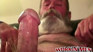 Hobo amatør bedstefar onani selv ud med sit enorme skæg