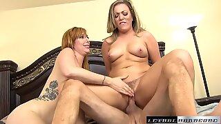 Pornostjerner Lauren og Carmen Bounce deres røv