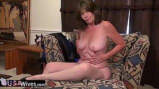 Usawives翡翠が裸で見せびらかす