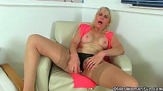 Britisk Milfs Dame Sextasy og Diana elsker Toying Fisse